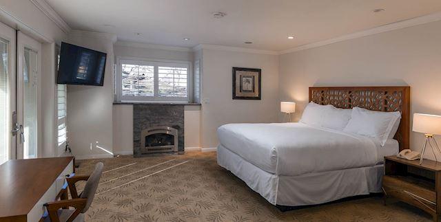Downstairs Bungalow at Saratoga Oaks Lodge, California