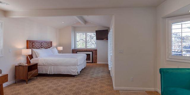 Upstairs Bungalow of Saratoga Oaks Lodge, California
